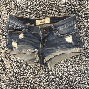 Hollister Distressed jean shorts👖